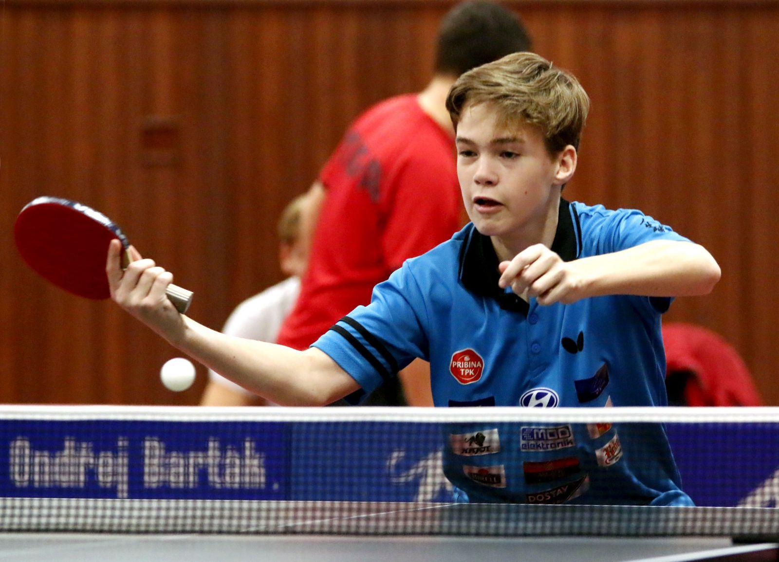 V třetiligovém týmu dostává pravidelně příležitost mladičký Filip Karel